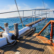 Stem deck of a ship coming over the sea towards the island — Stock Photo