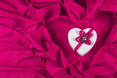 Love card with heart on a purple fabric — Stock Photo