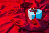 Love card with heart on a red fabric in blue — Stock Photo