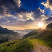 Cold fog on hot sunset in mountains — Stock Photo