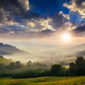 Cold fog on hot sunset in mountains — Foto de Stock