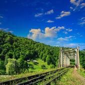 Old railroad passes in mountain village — Foto Stock