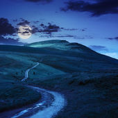 Mountain path uphill to the sky at night — Stock Photo