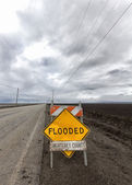 Flooded Roadway Sign Vertical Image — Stock Photo
