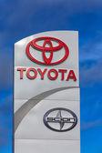 Toyota Automobile Dealership Sign — Stock Photo