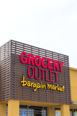 Grocery Outlet storefront and sign — Stock Photo
