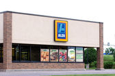 Aldi Supermarket Exterior — Stock Photo