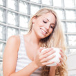 Young beautiful woman drinks coffee. — Stock Photo