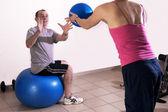 Excersise with a personal trainer — Stock Photo