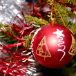Red xmas ball hanging on fir tree — Foto Stock