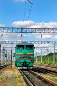 A locomotiva sozinha na estrada de ferro — Foto Stock