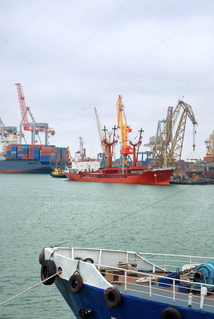 View on trading port with an unloading vessel — Stock Photo #12119388