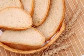 パンと小麦の円錐形のパン — ストック写真