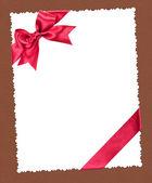 ブラウンの赤の弓と空白の紙シート — ストック写真
