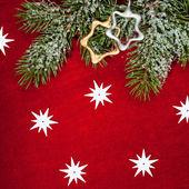 Weihnachtsdekoration und spielzeug auf rot textil — Stockfoto