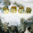 Gift boxes on winter tree with snow — Stockfoto