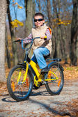 Boy rides a bicycle in park — Stock Photo