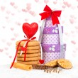 Cake and box gift with hearts — Stock Photo