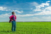 Woman in green field  — Stock Photo