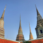 Wat pho temple chedis — Stock Photo #13374695