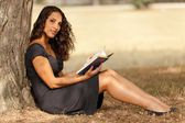Reading in nature — Stock Photo