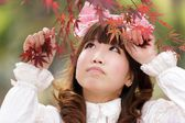 Mulher asiática na natureza — Fotografia Stock