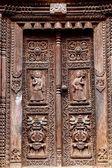 Tempel aus holz geschnitzte tür — Stockfoto
