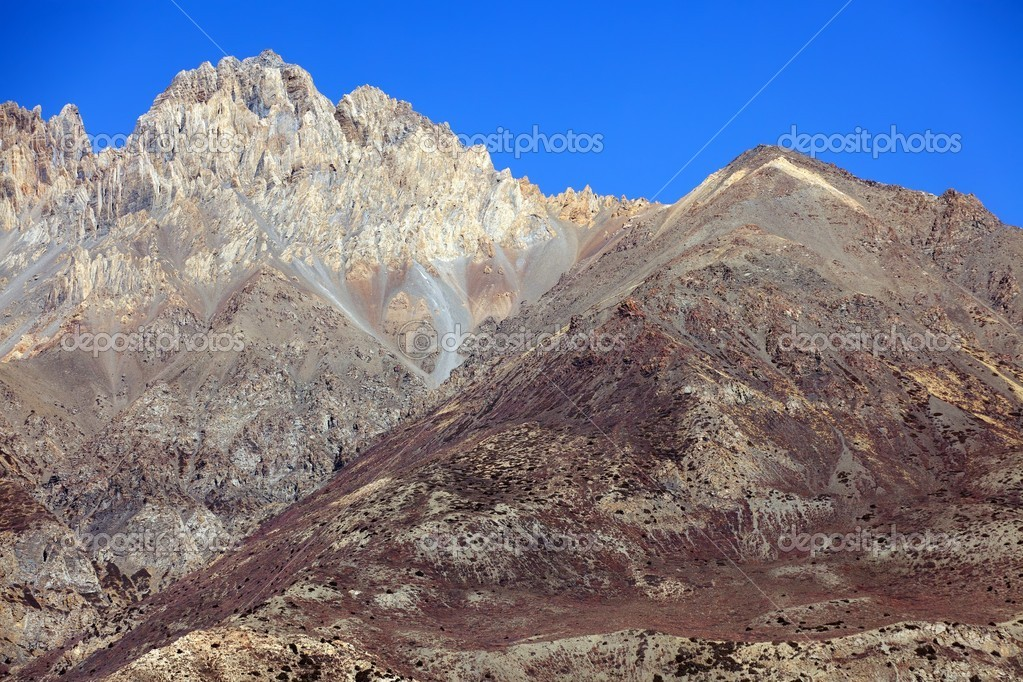 Arid mountain landscape in Annapurna, Nepal — Stock Photo #13378800