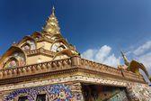 Thai buddist temple — Stock Photo