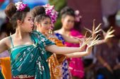 Traditional thai dancers — Stock Photo