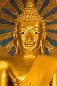 Golden buddha statue — Stockfoto