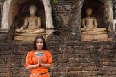 Buddhist woman praying — Stock Photo