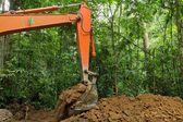 Motor de tierra en la selva tropical — Foto de Stock