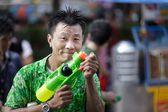 Thai songkran festival: man holding squirt gun — Stock Photo
