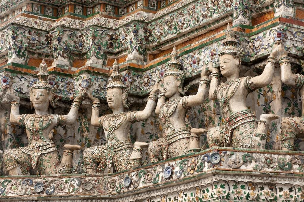 Buddhist sculpture on wat arun temple wall, bangkok, thailand — Stock Photo #13382538