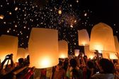 Launching floating lanterns — Stock Photo