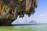 Pang nga körfezindeki kireçtaşı kayalıklarla — Stok fotoğraf