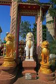 Three lion guardian statues — Stock Photo