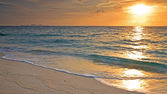 Sunrise above beautiful beach — Stock Photo