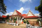 Arquitectura del templo tailandés de wat chalerm phrakiat — Foto de Stock