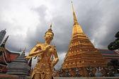 Thai angel statue at Grand Palace in Bangkok — Stock Photo