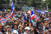 Thai protesters rally to democracy monument — Stock Photo