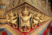 Golden Garuda statues of Wat Phra Kaew — Stock Photo
