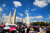Protesters at Democracy Monument to anti government amnesty bill — Stock Photo