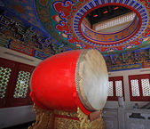 Large red drum decorated inside Chinese temple for ceremonial pu — Stock Photo