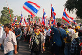 Thai protesters walk to Government House — Stock Photo