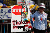 Protester shows anti Yingluck government plate — Stock Photo