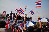 Les manifestants thaïlandais marchent au lieutenant-gouverneur — Photo