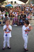 Twee meisje demonstranten rally om te verdrijven regering — Stockfoto