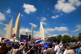 Thai protesters at Democracy Monument to anti Yingluck governmen — Stock Photo